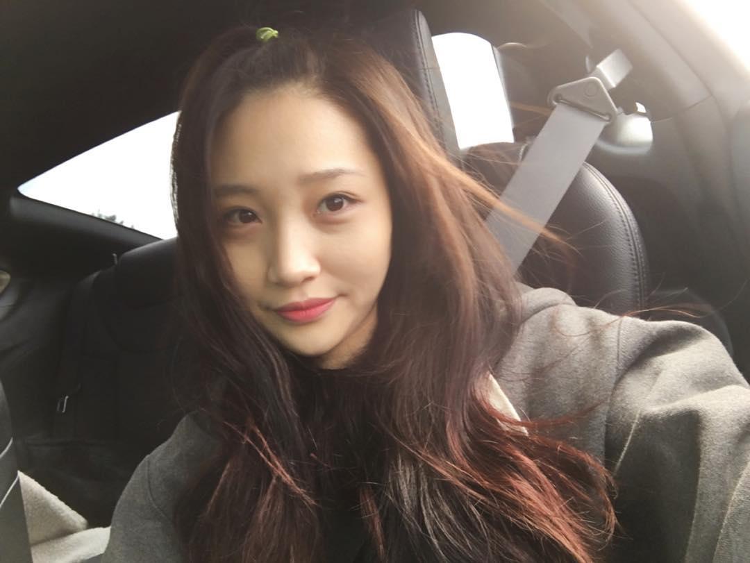 可愛い♡】韓国女子定番の髪型!「사과머리(りんごヘアー)」をご紹介