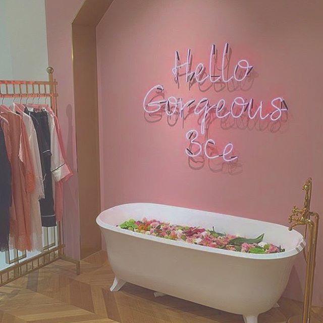 お洋服がかかっている隣にこんな素敵な空間が、、、♥