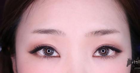 これからのトレンドは【アーチ形眉毛】!?きれいに眉毛を書く方法をレクチャー♡ | 韓国情報サイト 모으다[モウダ]