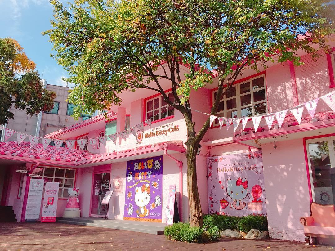 """ソウル・弘大(ホンデ)周辺にある""""ピンクがコンセプト""""の ..."""