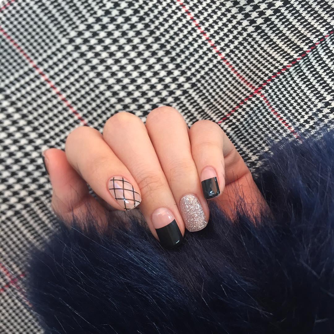 韓国風デザインのネイルをするならコレ♪韓国で流行中の\u201dつけ爪